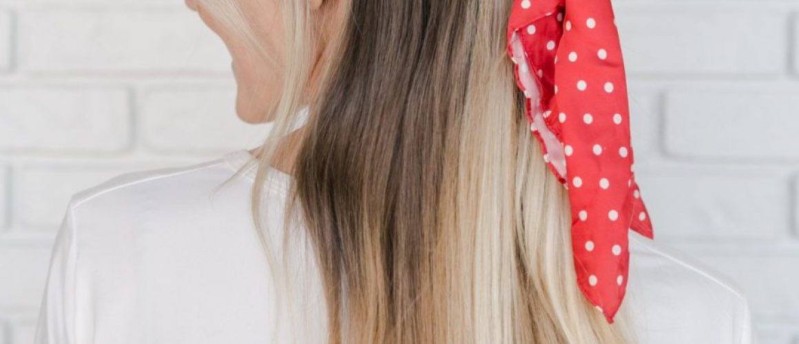 5-Ways-to-Wear-The-Scrunchie-Trend-click-through-for-more-1-7