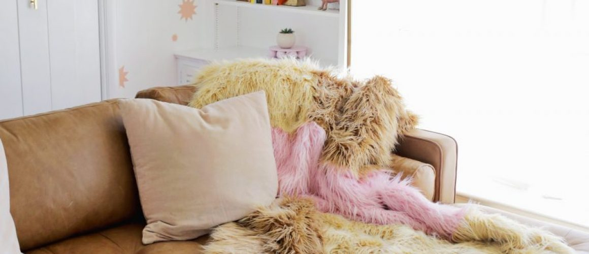 Color-Blocked-Furry-Blanket-DIY-click-through-for-tutorial-1-6