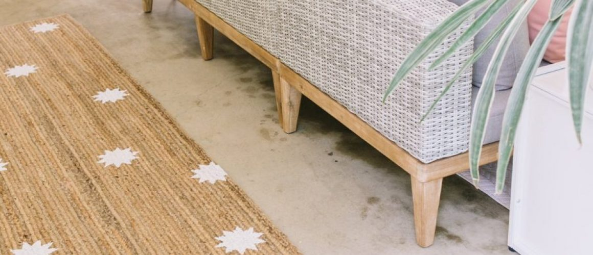 Easy-Stenciled-Outdoor-Rug-DIY-click-through-for-tutorial-1-6