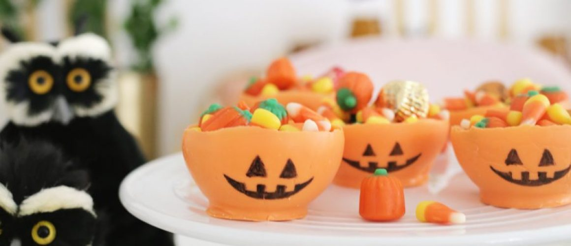 Edible-Chocolate-Pumpkin-Candy-Bowl-DIY-click-through-for-tutorial-1-3