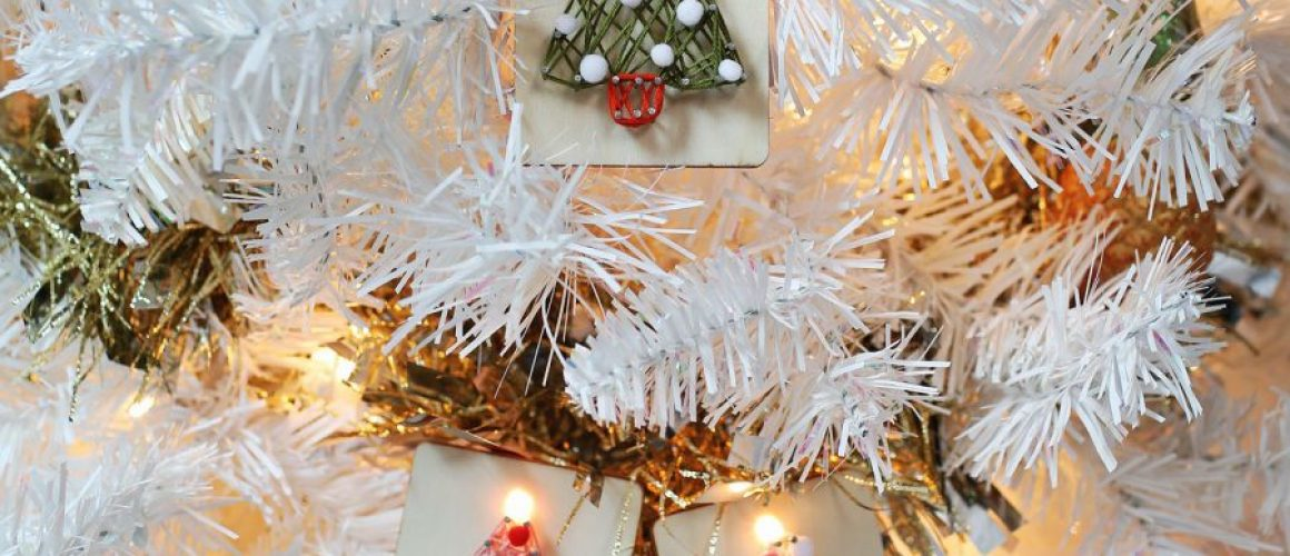easy-light-up-ornaments