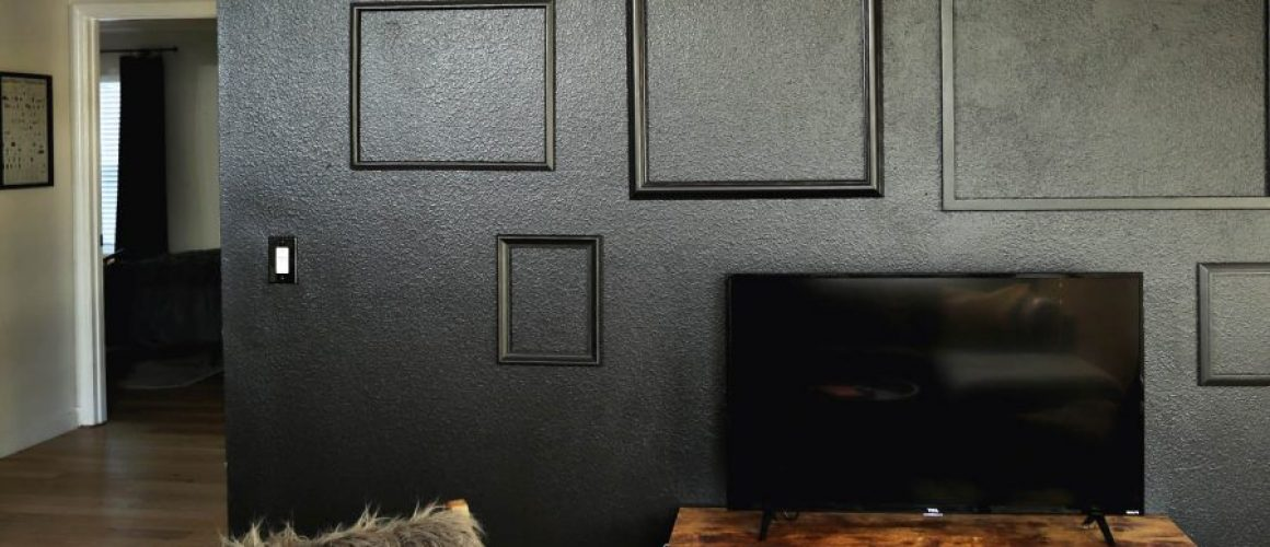 empty-frame-accent-wall
