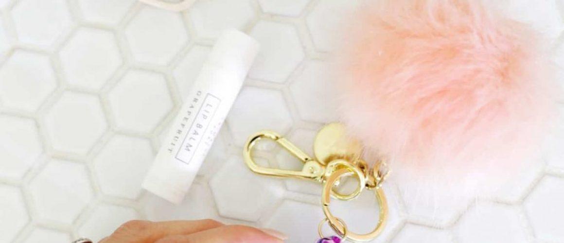 Glitter-Letter-Keychain-DIY-click-through-for-tutorial-1-1