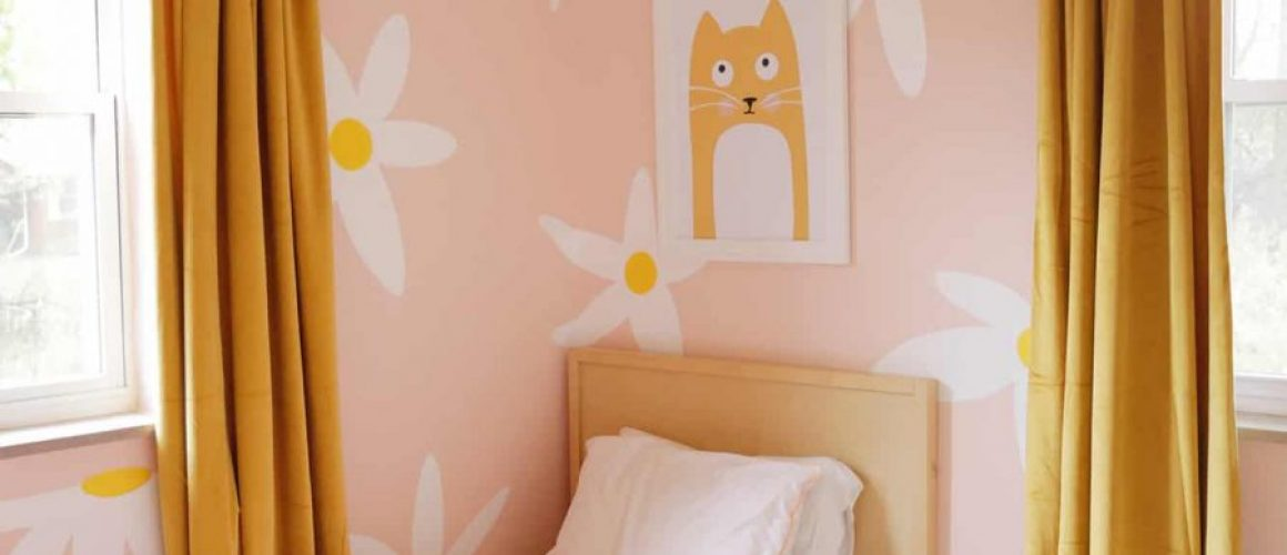 Lolas-Painted-Daisy-Wallpaper-click-through-for-more-1-2