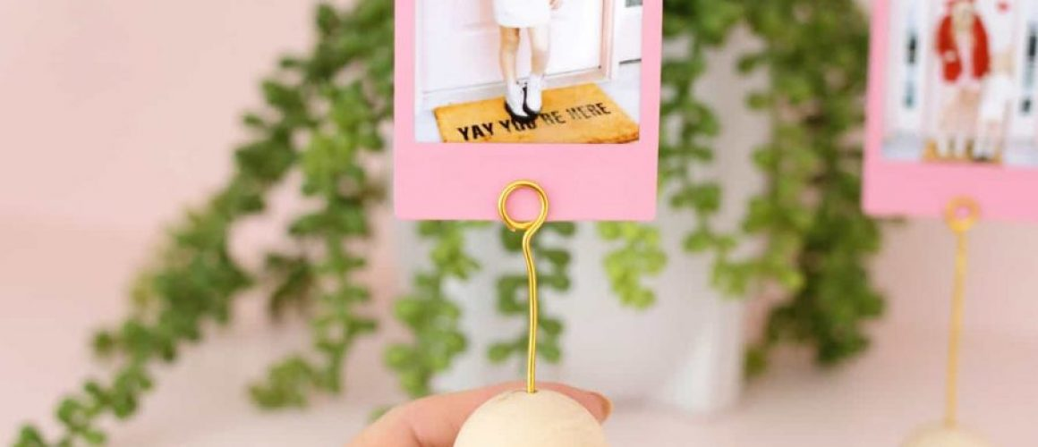 Wooden-Ball-Photo-Holder-DIY-Only-Takes-5-Minutes-To-Make-Click-through-for-tutorial-1-3