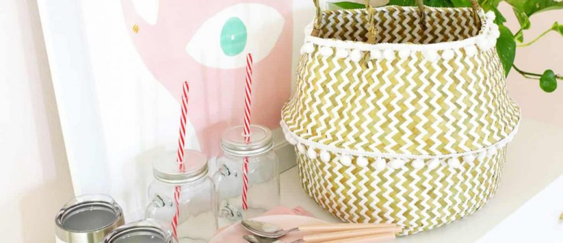 Be-Ready-For-A-Picnic-With-A-Car-Picnic-Basket-click-through-for-links